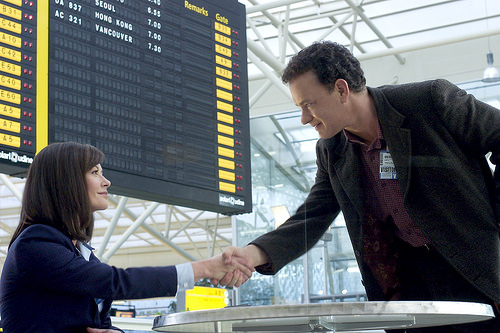 Tom-Hanks-shaking-hands-with-Catherine-Zeta-Jones-in-the-Terminal